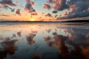 Riflessi del tramonto sulla spaiggia di Goulien - Sunset reflection over Goulien beach